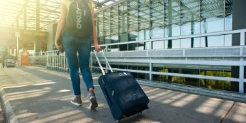 Top tips to protect your lower back when travelling