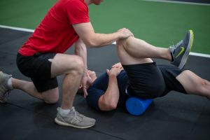 an osteo treating knee injury in the gym